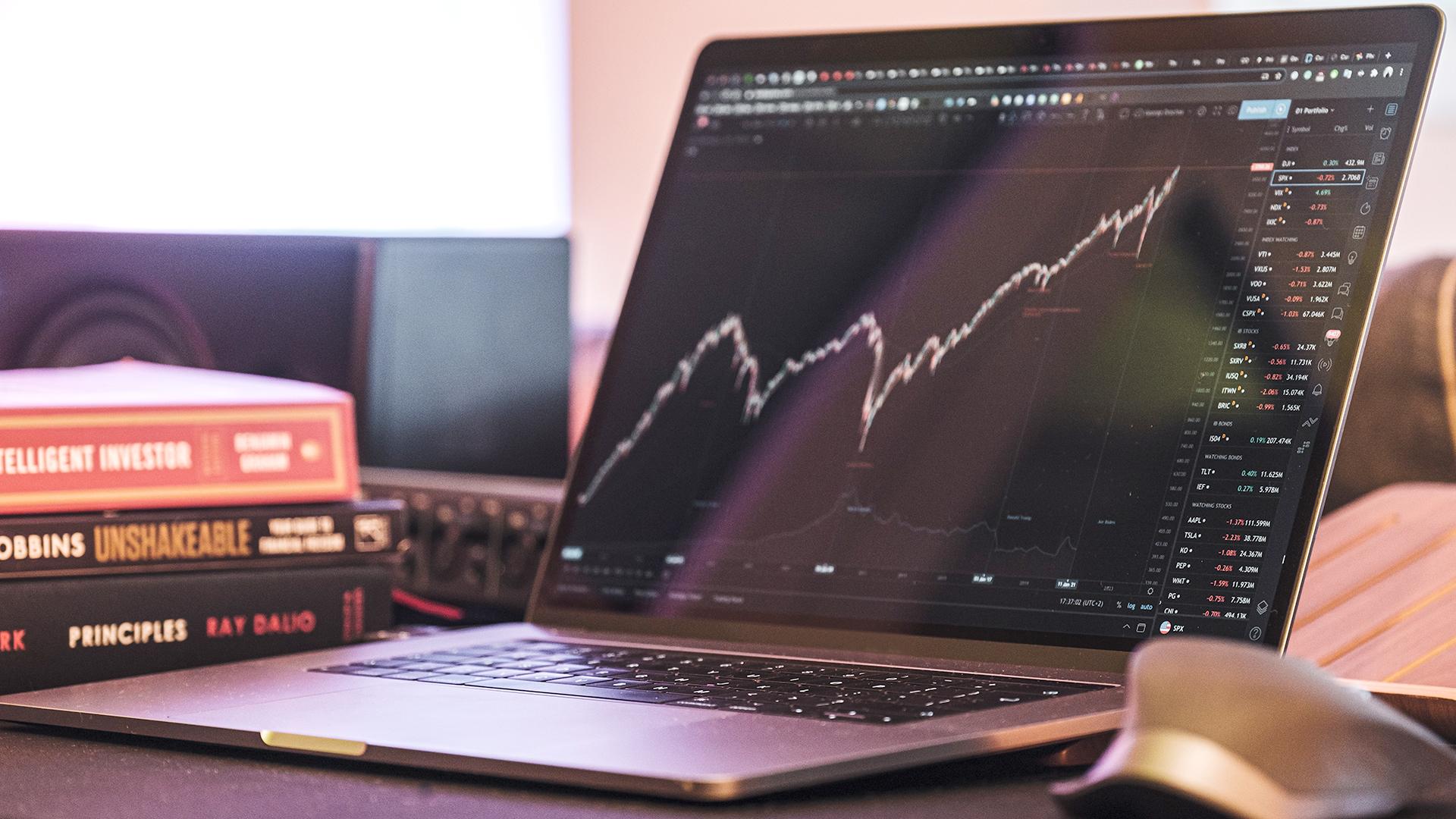 Investor-stock-market-graph