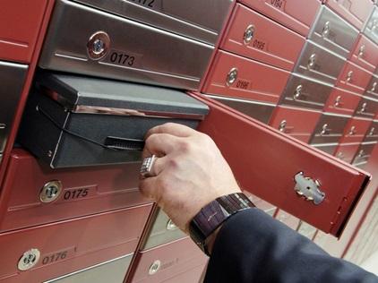 Teaser mechanical safe deposit lockers